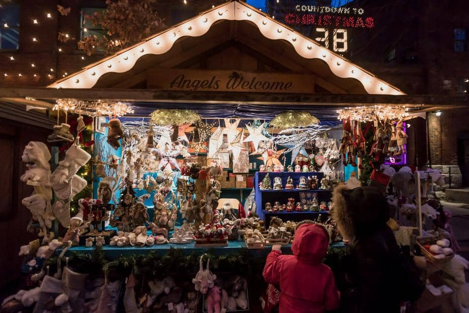 holiday outdoor market 925x 2